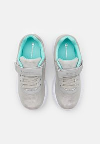Champion - LOW CUT SHOE SOFTY 2.0 UNISEX - Sports shoes - light grey/turquoise - 3