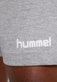 Hummel - HMLGO BERMUDA - Sportovní kraťasy - grey melange - 6