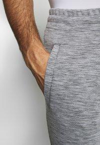 Jack & Jones - JJWILL PANTS - Pantalones deportivos - light grey melange - 3