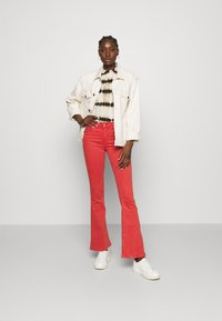 LOIS Jeans - RAVAL - Trousers - cayenne - 1