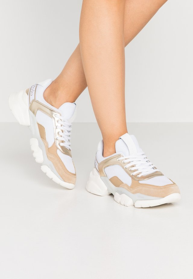 JULIA - Sneakers laag - light gold