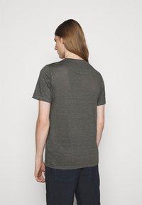 120% Lino - SHORT SLEEVE  - T-shirt basic - iron - 2