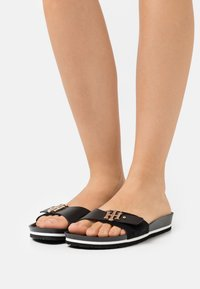Tommy Hilfiger - MOLDED FOOTBED  - Pantofle - black - 0