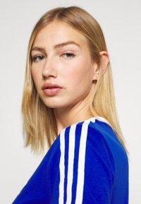 adidas Originals - Print T-shirt - team royal blue/white - 4