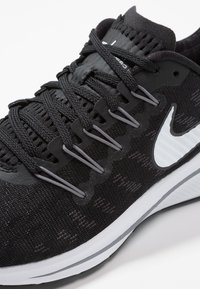 Nike Performance - AIR ZOOM VOMERO 14 - Neutral running shoes - black/white/thunder grey - 5