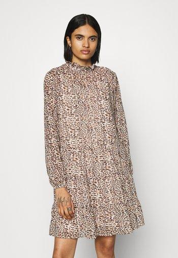 OBJVALERIA SHORT DRESS - Vestito estivo - sandshell