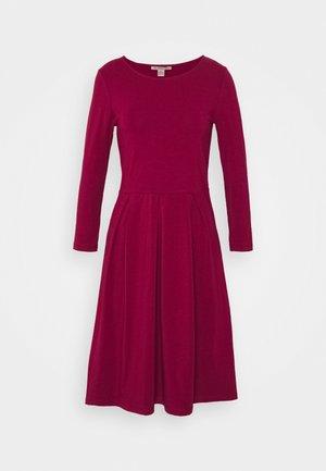 Jerseyklänning - beet red
