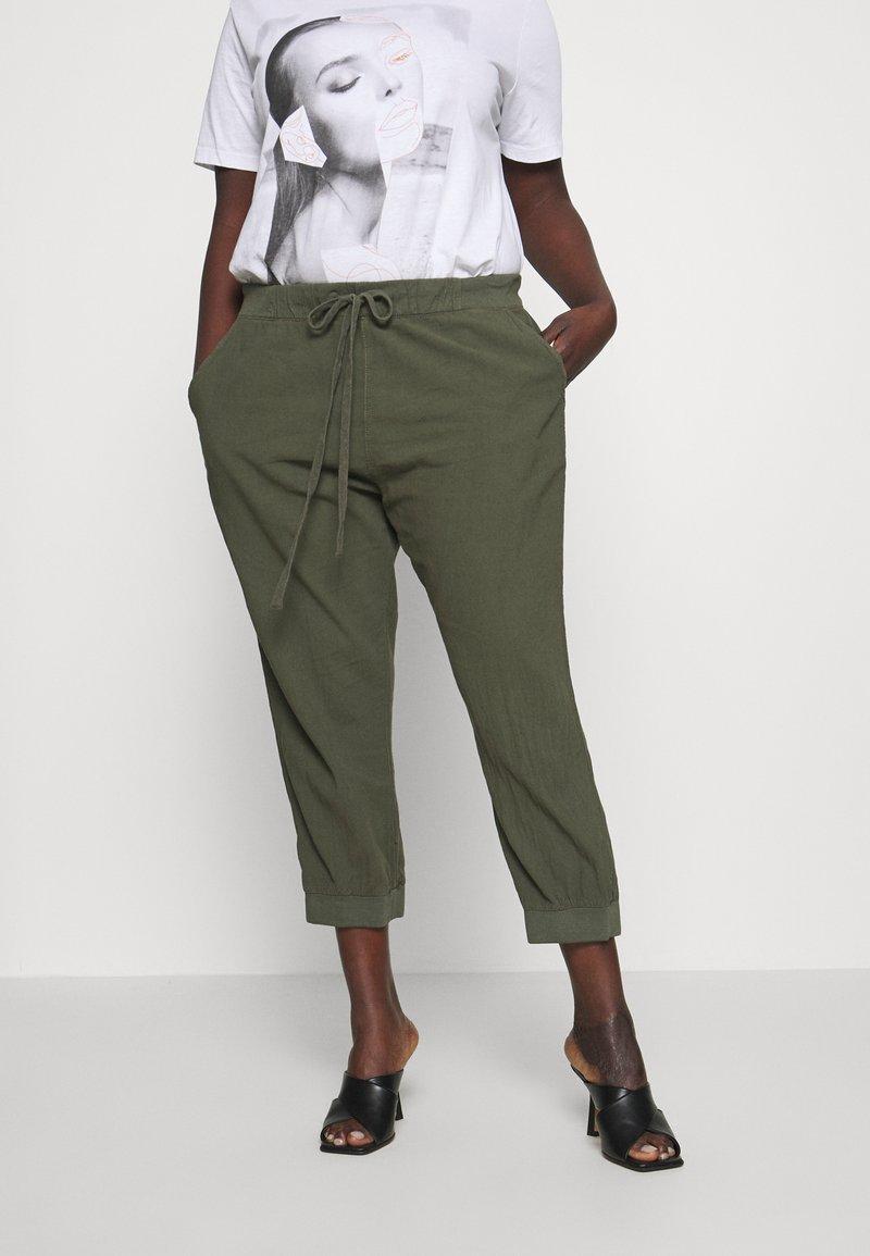 Kaffe Curve - CAPRI PANTS - Trousers - grape leaf