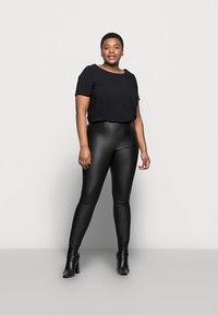 Pieces Curve - PCSKIN PARO CURVE - Trousers - black - 1
