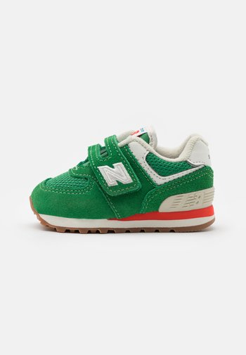 IV574HE2 - Trainers - green