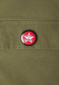 Brixton - STRUMMER JACKET - Lett jakke - army green - 2