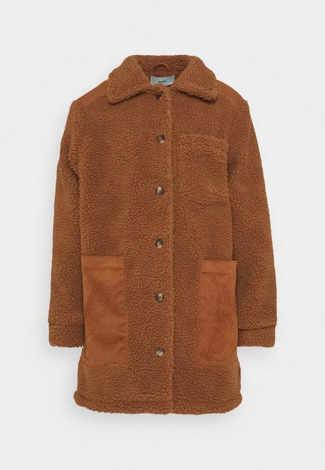 TRISSA  - Klassisk kåpe / frakk - leather brown