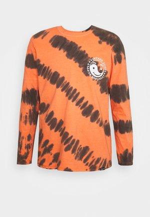 CHEST PRINT TEE - Long sleeved top - orange