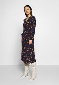 Freequent - TADNEY - Denní šaty - navy blazer mix - 1