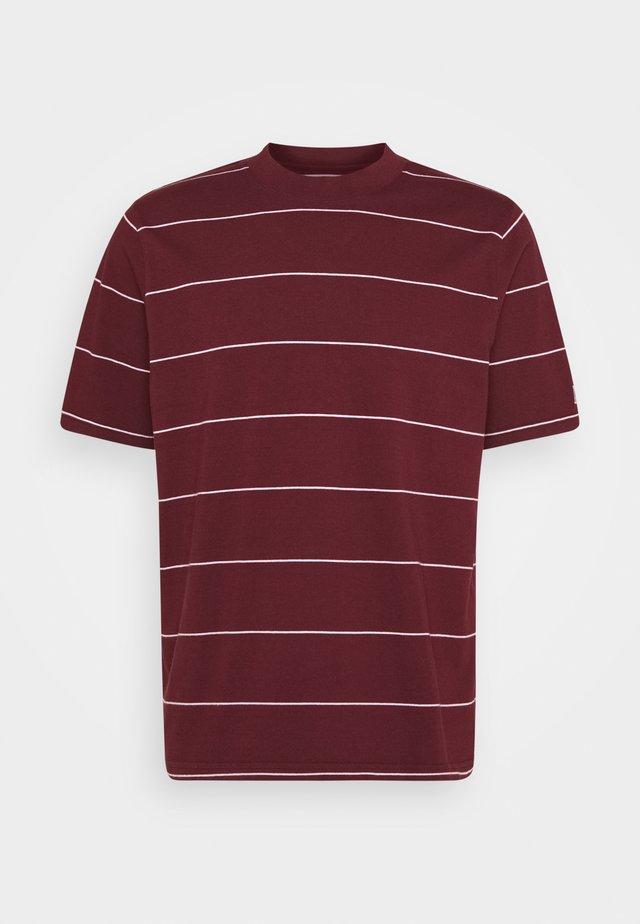 UTILITY RELAXED TEE - T-shirt imprimé - space stripe sassafras
