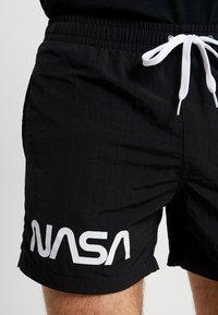Mister Tee - NASA WORM LOGO SWIM - Shorts - black - 3