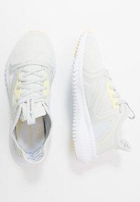 Reebok - REEBOK FLEXAGON 3.0 - Sportschoenen - trace grey/lemon glow/white - 1