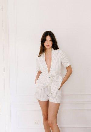 KARIERTE MIT - Shorts - white