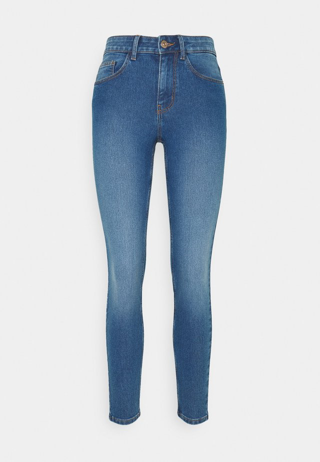 PCPEGGY MID WAIST - Skinny džíny - medium blue denim