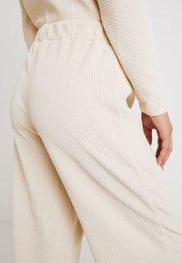 Lounge Nine - LILLIAN PANTS - Kalhoty - warm off white - 4