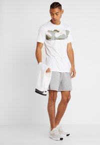 Nike Performance - DRY TEE CAMO BLOCK - Printtipaita - white - 1
