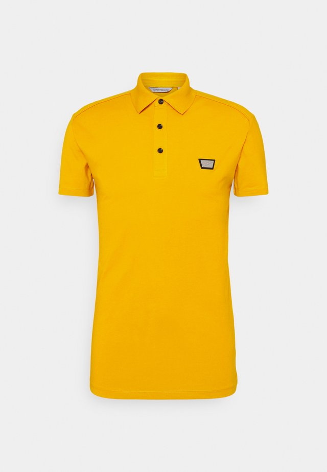 PLATE ON FRONT - Polo shirt - oro