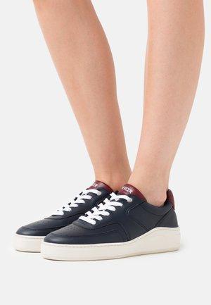 VEGAN - Sneakers laag - navy/red