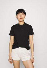 Calvin Klein Jeans - LOGO INTARSIE TEE - T-shirts med print - black - 0