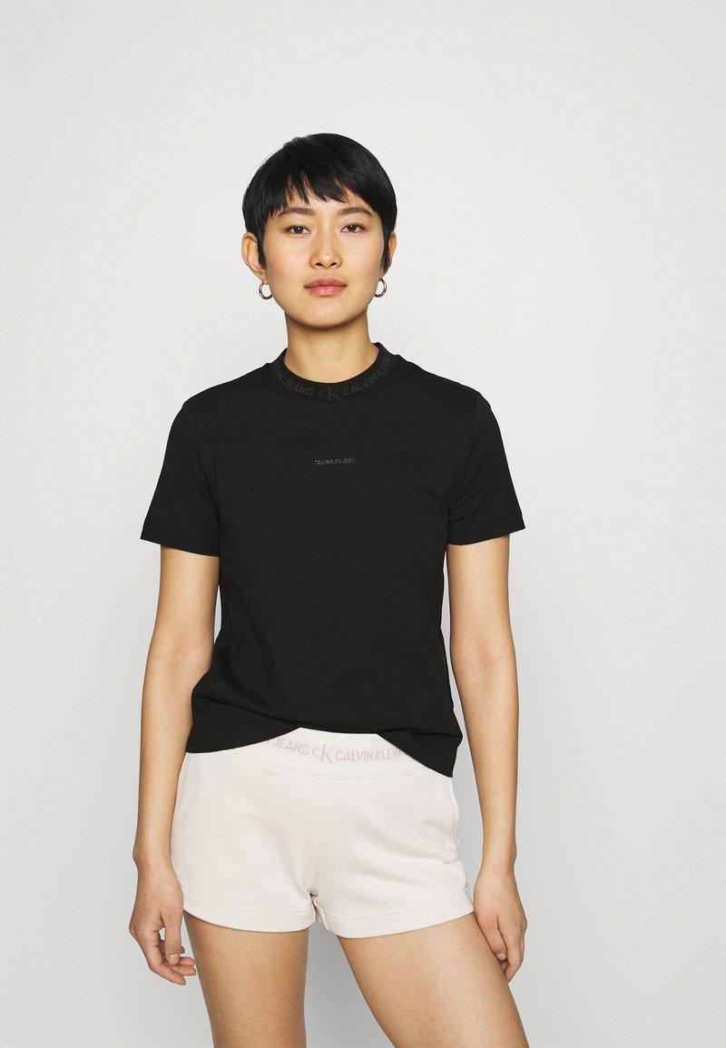 Calvin Klein Jeans - LOGO INTARSIE TEE - T-shirts med print - black