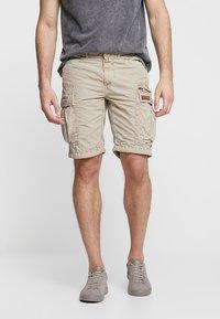 Superdry - PARACHUTE - Shorts - sand - 0