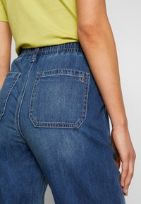American Eagle - JOGGER - Relaxed fit jeans - rustic blue - 3