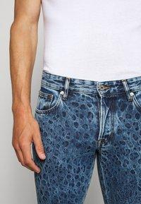 Just Cavalli - PANTS 5 POCKETS ANIMAL PRINT - Džíny Slim Fit - blue denim - 3