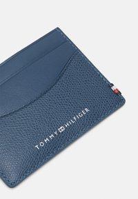 Tommy Hilfiger - BUSINESS MINI HOLDER UNISEX - Wallet - blue - 3