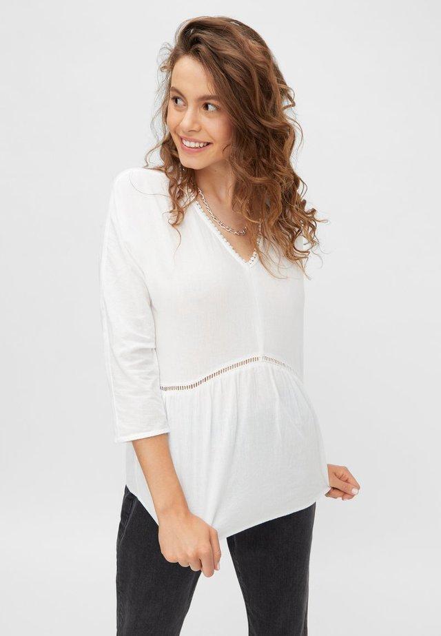 MIT V-AUSSCHNITT - Bluzka - bright white