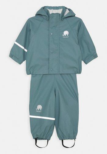 BASIC RAINWEAR SOLID SET UNISEX - Rain trousers - smoked blue