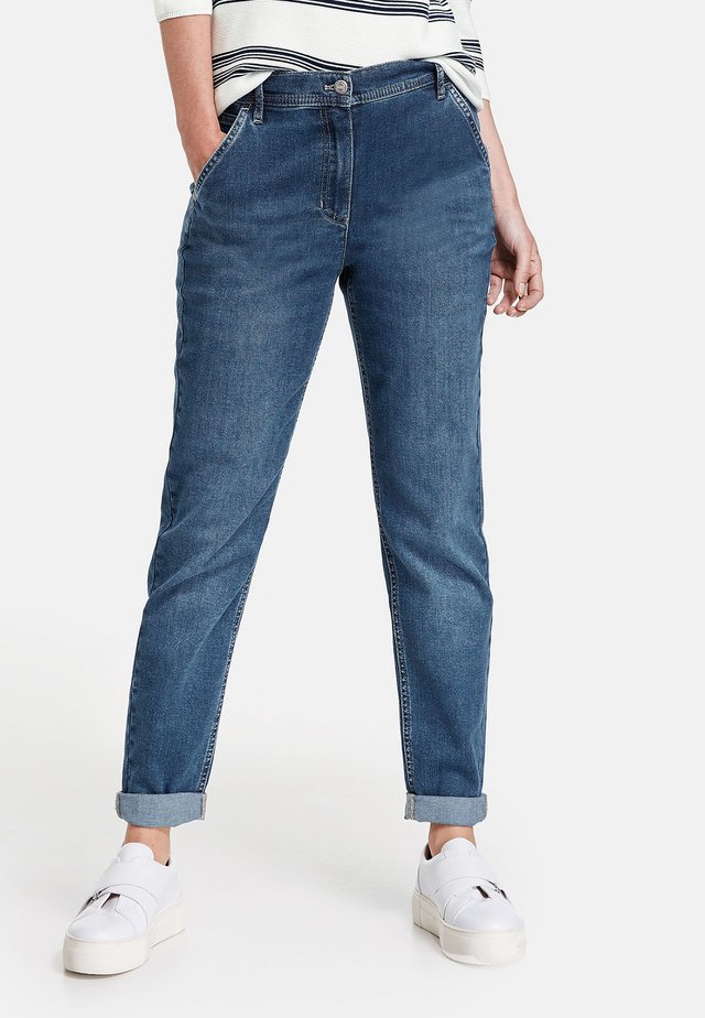 MIT USED-EFFEKTEN MODERN - Slim fit jeans - blue denim mit use