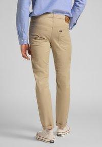 Lee - DAREN ZIP FLY - Trousers - service sand - 2