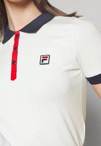 Fila - HATEYA - Print T-shirt - blanc de blanc/black iris - 4