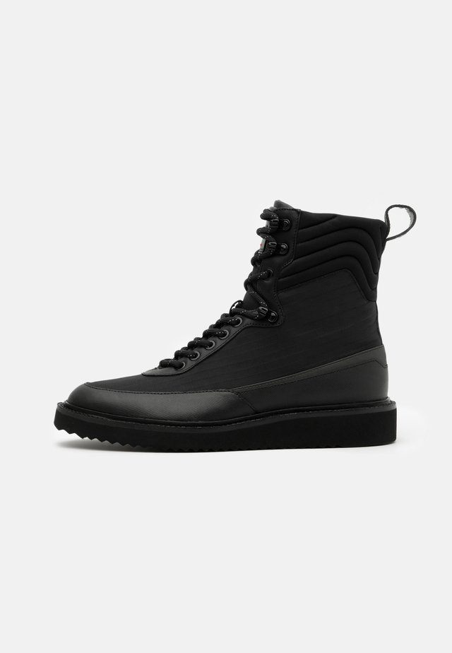 DISTRICT - Bottines à lacets - black