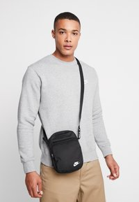 Nike Sportswear - HERITAGE UNISEX - Across body bag - black - 1