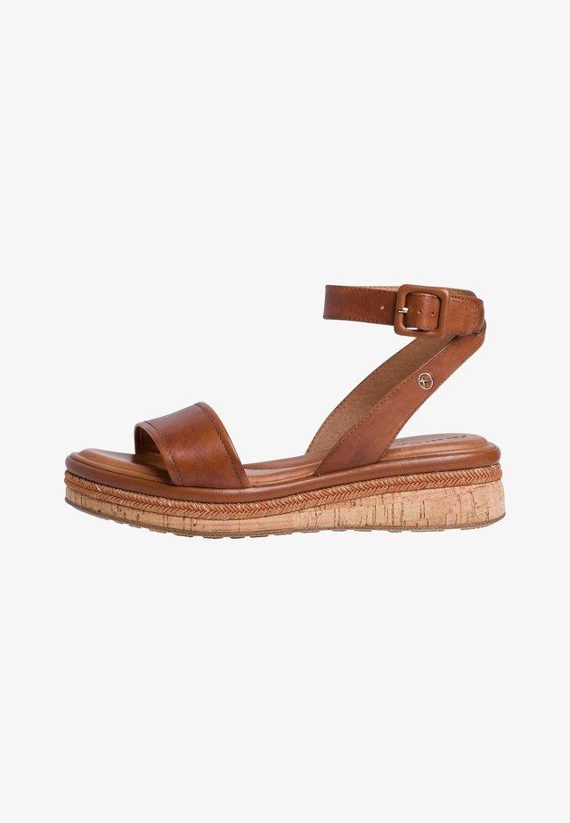 Platform sandals - nut leather