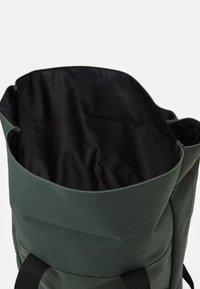 Lyle & Scott - ROLL TOP BACKPACK - Batoh - jade green - 2
