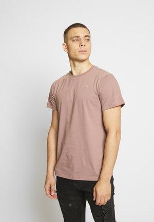 BASE-S R T S\S - T-shirt basique - chocolate berry