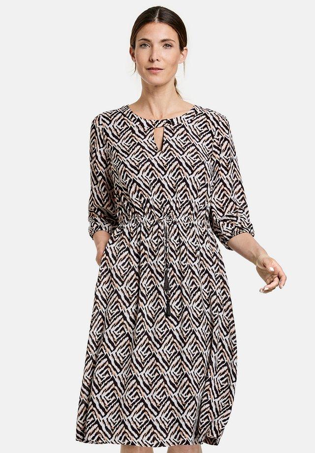 Korte jurk - ecru schwarz sahara druck