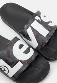 Levi's® - JUNE - Ciabattine - dull grey - 5