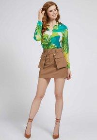 Guess - CLOUIS  - Button-down blouse - mehrfarbig, grün - 1