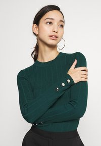 Missguided - BUTTON CUFF CREW NECK BODY - Pullover - forest green - 5