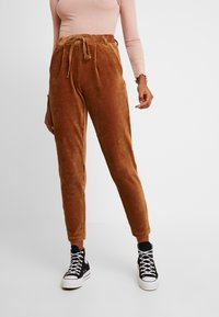 ONLY - ONLPOPTRASH PING PONG - Pantalon classique - toasted coconut - 0