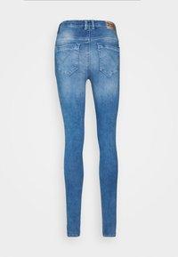 ONLY - ONLPAOLA LIFE - Jeans Skinny Fit - light medium blue denim - 7