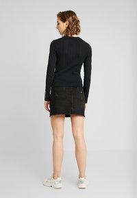 Tommy Jeans - LOGO DETAIL LONGSLEEVE - T-shirt à manches longues - black - 2